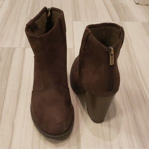 Soda brown heeled booties